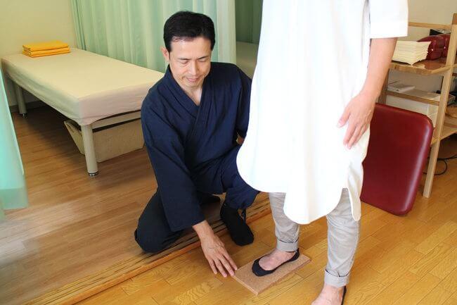 札幌整体腰痛・肩こり治療院 谷井治療室 重心バランス検査画像